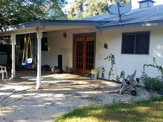 Best home in San Antonio :) - Comfortable Home In Great Location With A Pool.