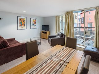 Modern 2bed 2bath w/balcony next to Tower Bridge