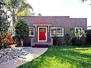 LOVELY SPANISH BUNGALOW IN HOLLYWOOD WALK OF FAME