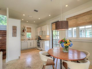PTO Carriage House - Large Comfy Carriage House with Full Kitchen!