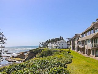 Depoe Bay Oceanfront Condo with front row seats to whale watching!