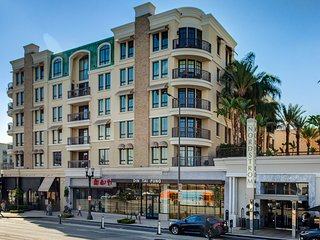 Luxury condo in Americana at Brand (2 BD/2.5BTH)