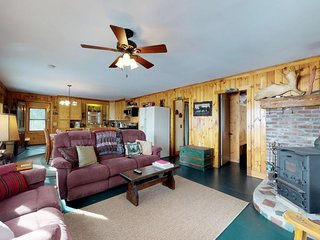 Lakefront cabin with beautiful views, beach access & private dock!