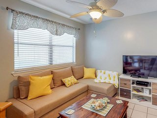 NEW LISTING! Colorful condo w/12 shared pools, tennis, & more - 2 dogs welcome