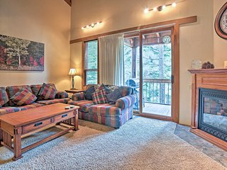 Northstar Village Townhome - ½ mile from Skiing!