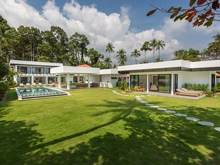 Villa Thansamaay - 6 bedrooms plus kid's bunk room beachfront