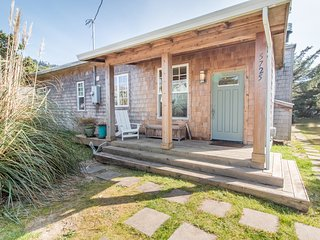 Dune Grass Cottage #172 - Tasteful, charming upscale cottage just steps from the