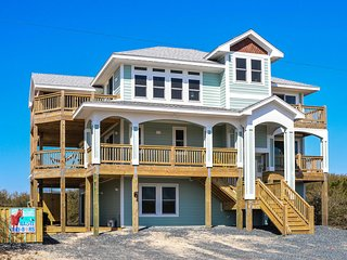NEW! Carova Beach w/Pool & Hot Tub -Walk to Beach!