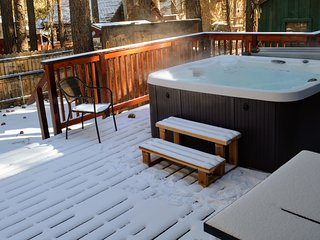 Lower Moonridge Retreat with Hot Tub