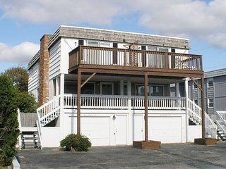Eight bedroom directly across street from shared/private beach