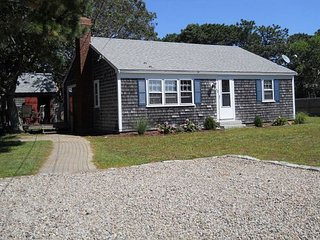 Two bedroom home sleeping 5 only .3 miles to West Dennis Beach