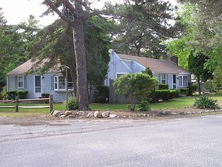 Two bedroom duplex only 1/2 mile to Haigis Beach
