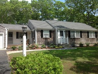 3 bedroom home in West Dennis neighborhood- short drive to the beach