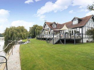 King Edward House Windsor - luxury riverside property for short term holiday let
