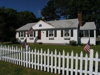 Adorable and cozy cape cod home across from  Seaview Park