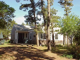 Three bedroom cottage-located .2 miles to Raycroft Beach