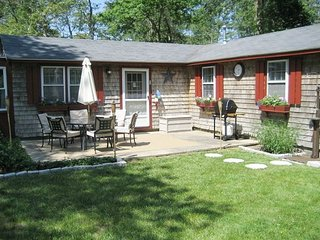 Affordable vacation cottage on a large private wooded lot