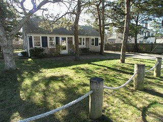 Three bedroom home- quick stroll to Nantucket Sound Beaches