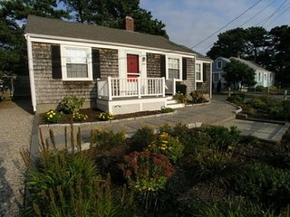 Three bedroom cottage only .2 miles to Sea Street Beach