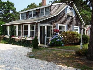 Perfect Family vacation cottage sleeps 10, Steps to Beach