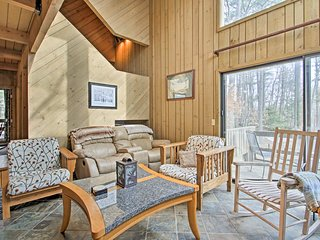 NEW! All-Season N. Conway Condo w/ Private Hot Tub