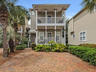 Medallion House in Old Florida Cottages: 3BR w/ Pool, 200 Yards to Beach
