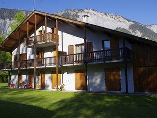 bel et vaste appartement de 180 m2 dans petite residence arboree