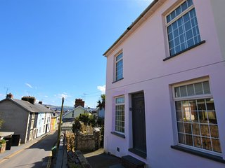 Delightful 2 Bedroom Cottage, Sleeps up to 4, Pet Friendly, Village Centre