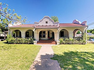 Elegant and Spacious Austin House 2 Miles From Downtown