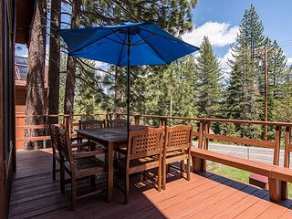 Spacious 5BR Tahoe Donner Cabin w/ Private Hot Tub + Resort Pool & Tennis