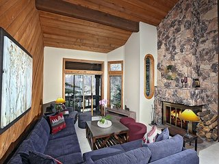 Cedar Blue! Mountain Living at its best! 3 Bed/ 2 Bath + Loft! Ski In/Ski Out