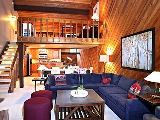 Cedar Blue! Mountain Living at its best! 3 Bed/ 2 Bath + Loft! Ski In/Ski Out