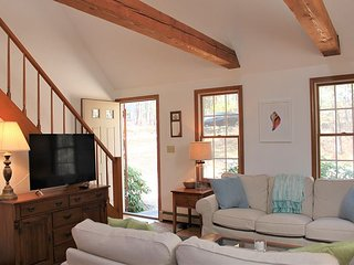 COOL RETREAT FOR 6 RIGHT NEAR INDIAN NECK BEACH IN WELLFLEET!