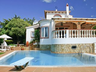 3 bedroom Villa with Pool and Air Con - 5228178