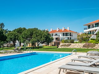 Modern 2 Bedroom Apartment Sleeps 6 in Vila Sol Golf Resort, Quarteira