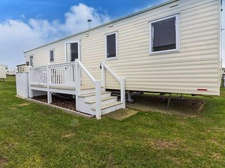 8 berth caravan at Caister Haven Holiday Park. In Great Yarmouth. REF 30020T