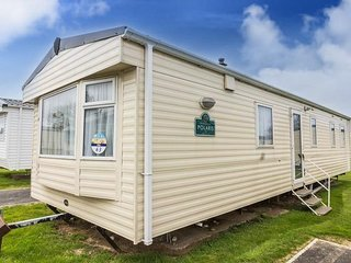 8 berth caravan at Caister Haven Holiday Park. In Great Yarmouth. REF 30063F