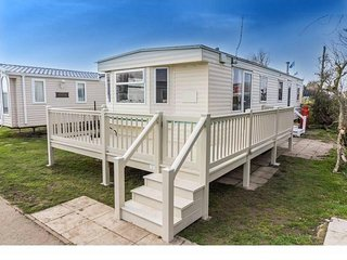 8 Berth Caravan in California Cliffs Holiday Park, Scratby Ref: 50005 Albatross