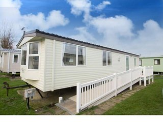 6 Berth Caravan in California Cliffs Holiday Park, Scratby Ref: 50020 Lapwing
