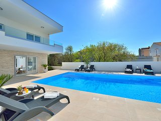 Luxury apartment 3 with swimming pool- Adriatic Luxury Villas W88