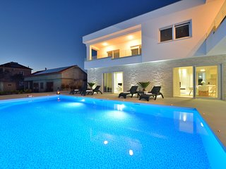 Luxury apartment 5 with swimming pool- Adriatic Luxury Villas W90