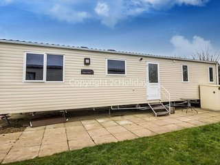 8 Berth Caravan in California Cliffs Holiday Park, Scratby Ref: 50053 Kittiwake