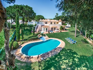 Tylwyth Teg, 5 bedroom Villa in Vilamoura, close to the Marina