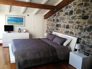 Originale appartamento con muri in pietra, in Centro Storico