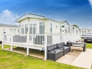 8 berth caravan at Hopton Haven Holiday Park, in Great Yarmouth. REF 80002W