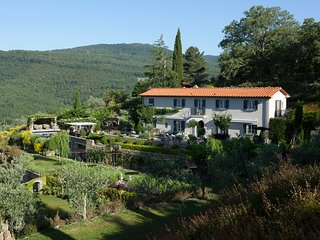 LUXURY RETREAT IN THE COUNTRYSIDE BETWEEN THE MOST BEAUTIFUL TUSCAN TOWNS