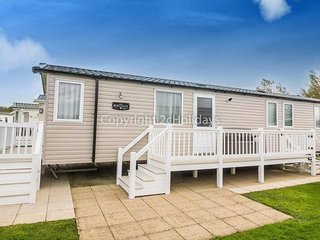 8 berth caravan at Hopton Haven Holiday Park, in Great Yarmouth. REF 80009W