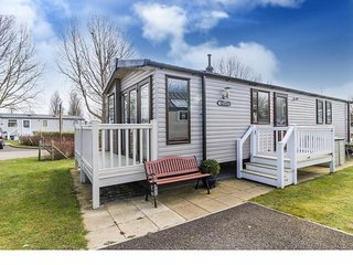 8 Berth Caravan in Hopton Haven Holiday Park, Great Yarmouth Ref: 80018 Birkdale