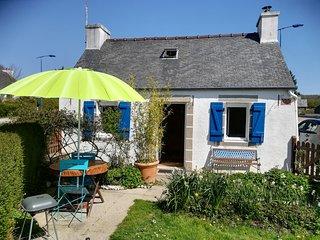 Chaleureux petit gite avec cheminée, jardinet clos, Monts d'Arrée, 30 min mer