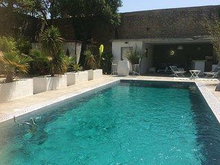 Appartement de standing avec piscine dans villa contemporaine